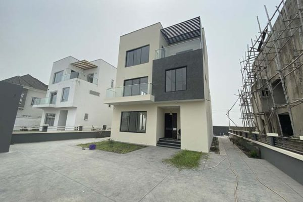 4 Bedroom House For Sale in Pinnock Beach Estate