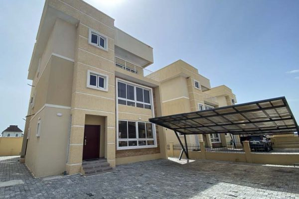 5 Bedroom House For Sale in Osapa-London